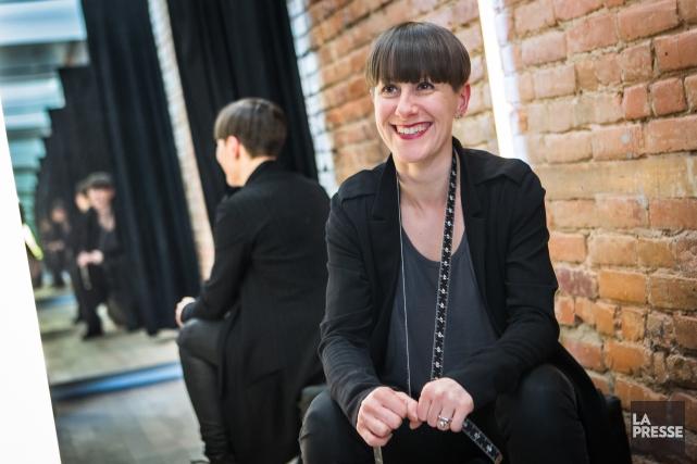 La designer avec le ruban à mesurer qui... (PHOTO OLIVIER PONTBRIAND, LA PRESSE)