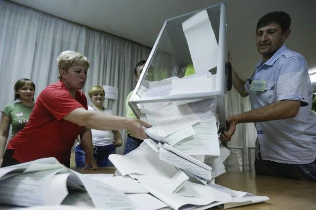 Comme d'autres, Micha a voté oui au référendum... (PHOTO KONSTANTIN CHERNICHKIN, REUTERS)