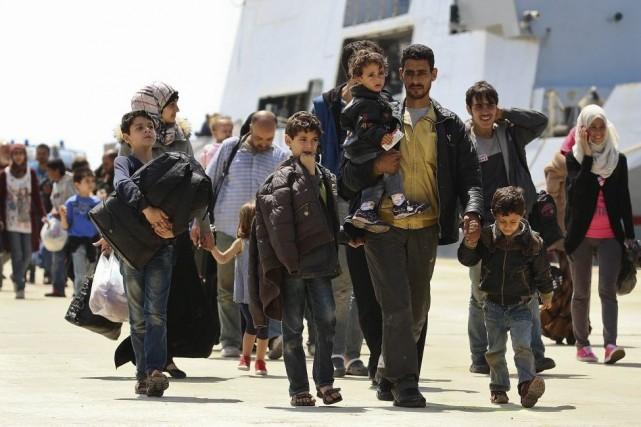 Des migrants secourus par un bateau de la... (PHOTO ANTONIO PARRINELLO, REUTERS)