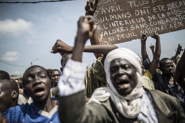 Des résidantsdu quartierPK-5 ont manifestépour exprimer leur colère,... (PHOTO MARCO LONGARI, AFP)