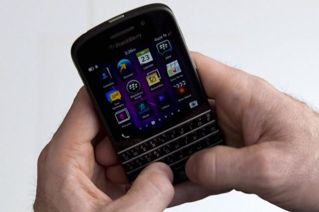 L'ancienne adjointe de Joël Gauthier dit avoir détruit un cellulaire de son... (Photo archives La Presse Canadienne)