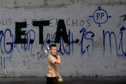 Un graffiti de l'ETA peint sur un mur,... (PHOTO VINCENT WET, ARCHIVES REUTERS)