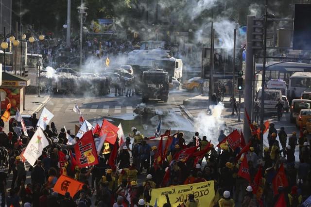 Rien qu'à Istanbul, les autorités ont mobilisé 25... (Photo Burhan Ozbilici, AP)
