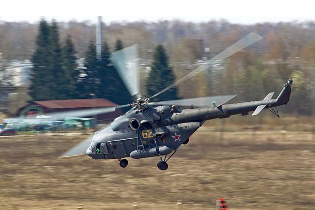 Un hélicoptère Mi-8 de l'armée russe.... (PHOTO TIRÉE DE WIKIPÉDIA)