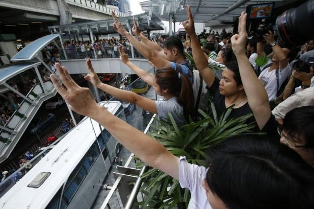 Des manifestants rassemblés dans un centre commercial de... (PHOTO ERIK DE CASTRO, REUTERS)