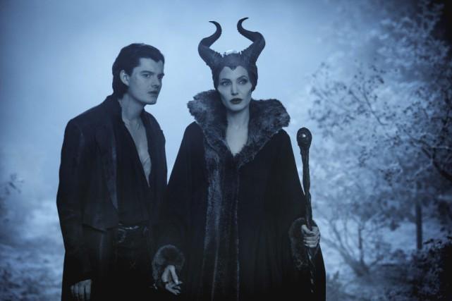 Sam Riley et Angelina Jolie dans Maleficent.... (Photo fournie par Disney)