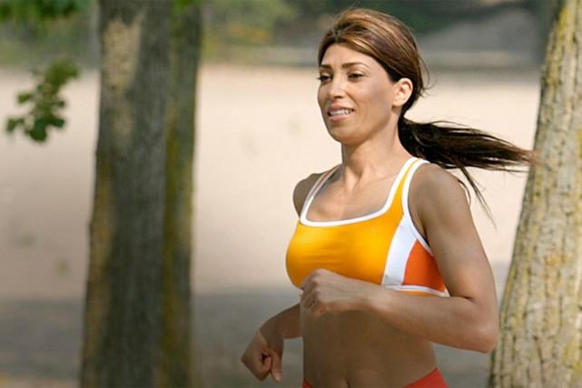 Courir sans soutien-gorge, chez une femme qui l'a toujours fait, ne causerait... (PHOTO MASTERFILE)