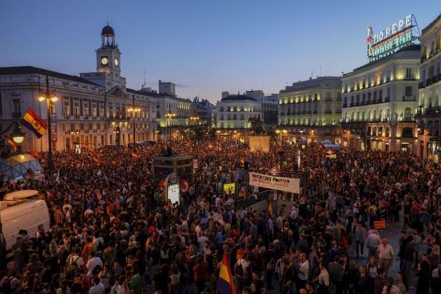 La Puerta del Sol peinait à contenir la... (Photo PEDRO ARMESTRE, AFP)