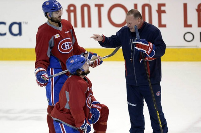 Gerard Gallant discute avec Max Pacioretty et David Desharnais... (Archives PC)