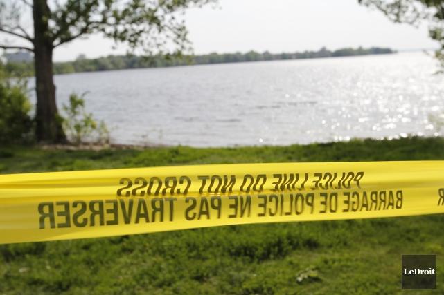 Des plongeurs de la police d'Ottawa et des... (Photo Pat Woodbury, Archives Le Droit)