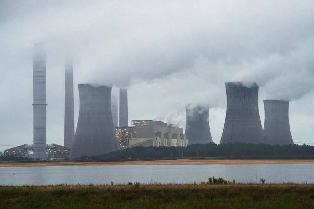 Une centrale au charbon... (Archives AP)