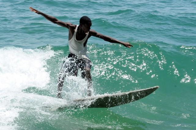 Les meilleurs vagues du Liberia se trouvent autour... (PHOTO SEYLLOU/AFP)