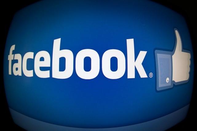 Le réseau social Facebook, qui compte plus de 1,2 milliard d'utilisateurs... (Photo KAREN BLEIER, AFP)