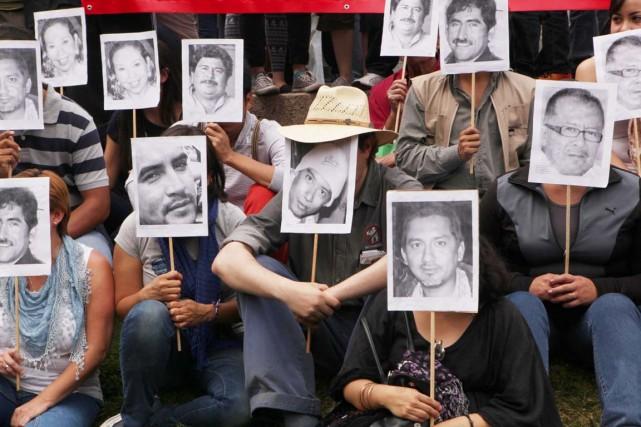 Des journalistes ont protesté, en février dernier à... (PHOTO MARCO UGARTE, ARCHIVES AP)