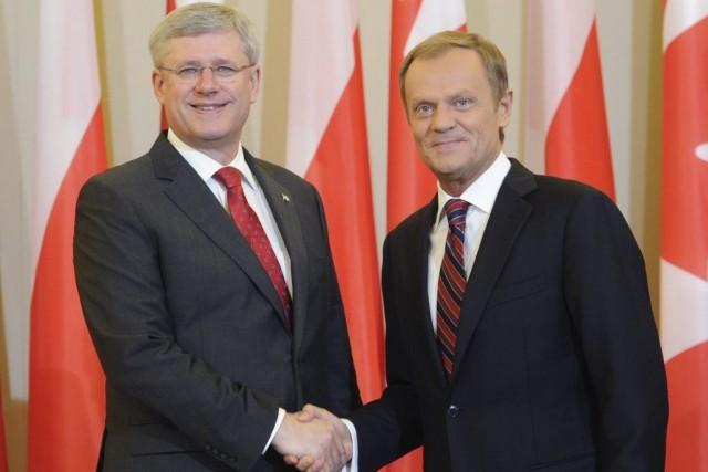Stephen Harper et le premier ministre polonais Donald... (Photo Alik Keplicz, Associated Press)