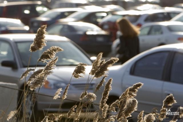 Environ 600 places de stationnements incitatifs de l'AMT... (Photo Ivanoh Demers, archives La Presse)