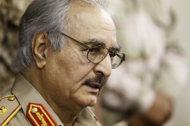 Le général dissident Khalifa Haftar a été accusé... (PHOTO ESAM OMRAN AL-FETORI, ARCHIVES REUTERS)