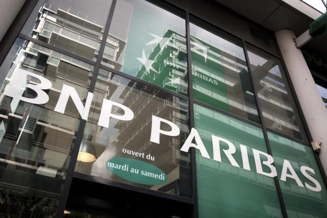 Le groupe bancaire français est accusé d'avoir réalisé... (PHOTO LOIC VENANCE, ARCHIVES AFP)