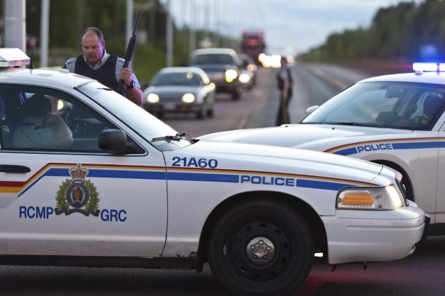 Des gendarmes retraités et d'actuels policiers de la Gendarmerie royale du... (Photo archives La Presse Canadienne)