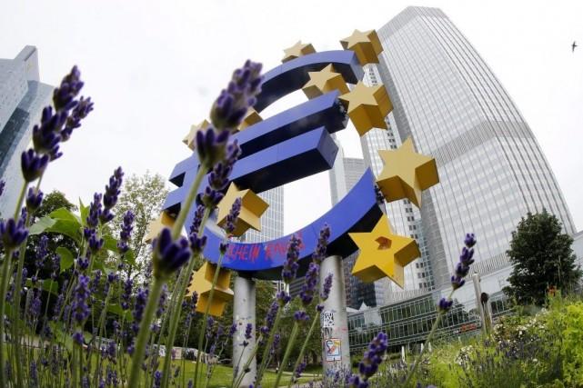 La Banque centrale européenne a abaissé son taux... (Photo Michael Probst, archives AP)