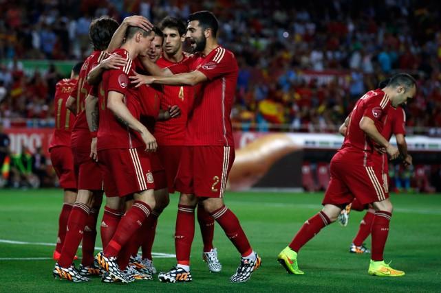 L'Espagne, championne du monde en titre, se présentera au Brésil pour la Coupe... (Photo Marcelo del Pozo, Reuters)