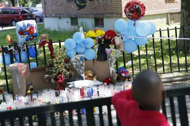 Un mémorial en l'honneur du Petit «Prince» Joshua... (PHOTO SHANNON STAPLETON, ARCHIVES REUTERS)