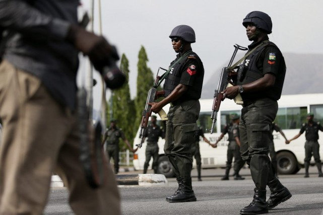 Des policiers à Abuja.... (PHOTO AFOLABI SOTUNDE, ARCHIVES REUTERS)