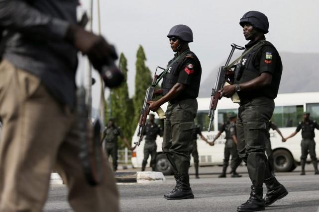 Des policiers à Abuja.... (PHOTO AFOLABI SOTUNDE, ARCHIVES REUTERS)