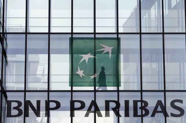 La banque française aurait informé le département américain... (PHOTO CHARLES PLATIAU, REUTERS)