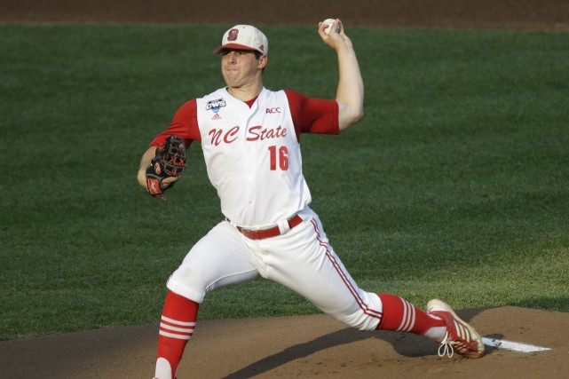 Brady Aiken, un lanceur de l'école secondaire Cathedral... (Photo Nati Harnik, AP)