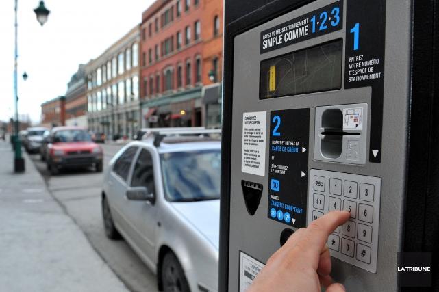 Le disque de stationnement, visant à réinstaurer une période de « gratuité » de... (Archives La Tribune)