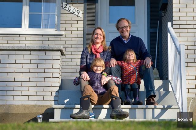 Johanna, Julien et leurs deux enfants Louison et Noé ont réalisé leur rêve,... (Photo Yan Doublet, Le Soleil)