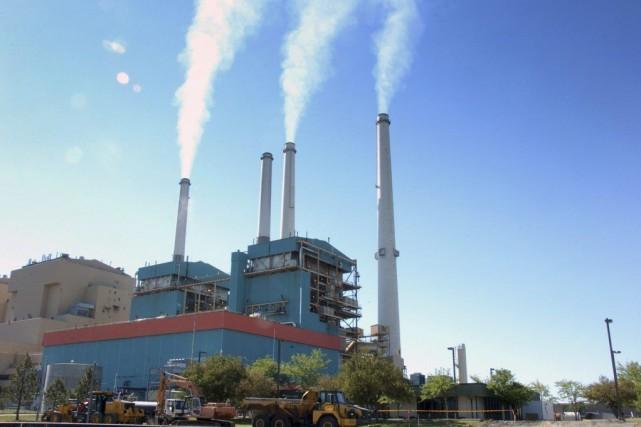 Lacentrale électrique au charbon deColstrip, au Montana.... (PHOTO MATT BROWN, ARCHIVES AP)