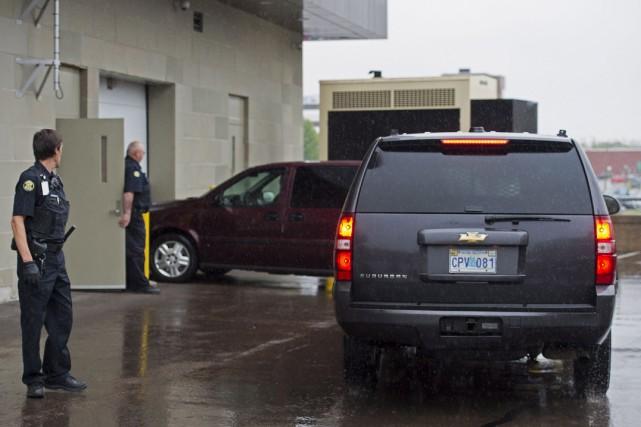 Justin Bourque est arrivé au palais de justice... (Photo Andrew Vaughan, La Presse Canadienne)