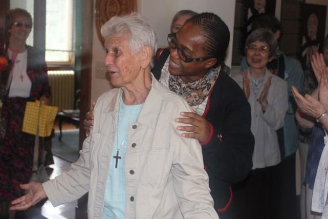 Soeur Gilberte Bussière, 74 ans, a été accueillie... (Photo fournie par la Congrégation de Notre-Dame)
