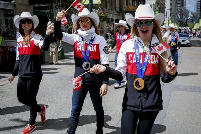 Les soeursChloé, Maxime etJustineDufour-Lapointe(de gauche à droite) ont... (PHOTO JEFF MCINTOSH, PC)