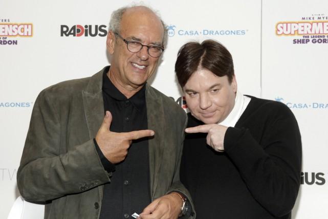 L'agent Shep Gordon et le comédien Mike Myers... (Photo Andy Kropa, fournie par Invision)