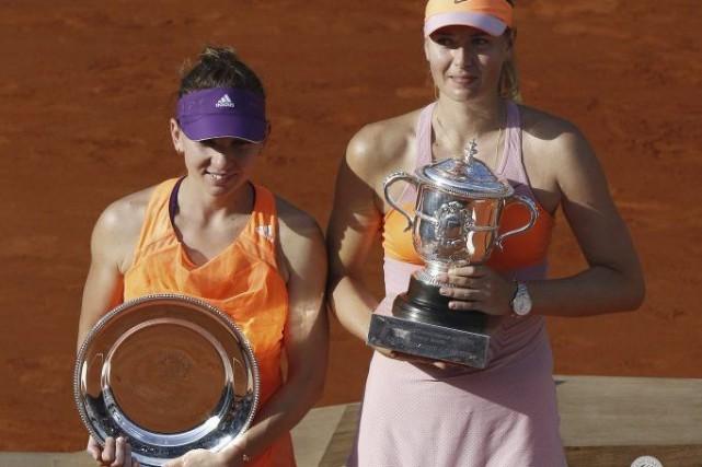 Simona Halep et Maria Sharapova... (Photo KENZO TRIBOUILLARD, AFP)