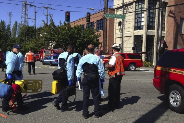 Jon Meis et d'autres étudiants ont stoppé le... (Photo Dean Rutz, AP/The Seattle Times)