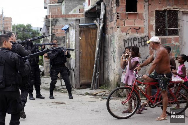 Ces jeunes résidantes d'une favela de Rio n'ont... (PHOTO RICARDO MORAES, REUTERS)