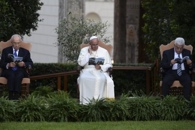 Le président israélien Shimon Peres, le pape François... (PHOTO FILIPPO MONTEFORTE, AFP)