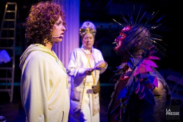 Affublés de costumes grotesques, les personnages de Catnip!... (Photo: André Pichette, La Presse)