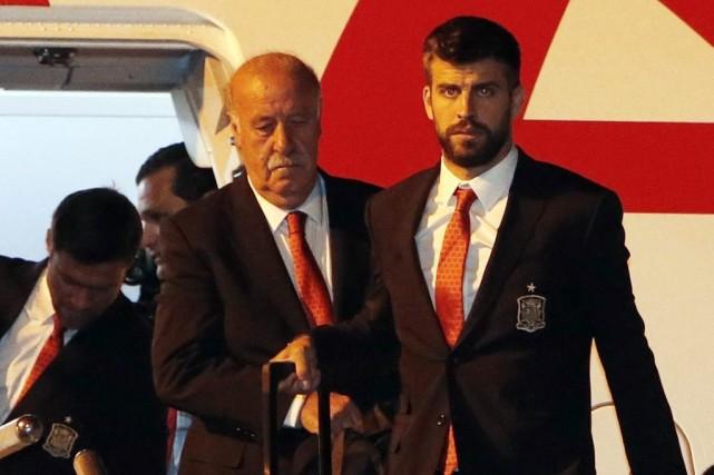 Le sélectionneur espagnol Vicente del Bosque (au centre)... (PHOTO RODOLFO BUHRER, REUTERS)