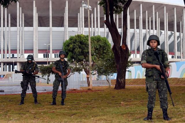 Des soldats ont été déployés un peu partout... (Photo: AFP)