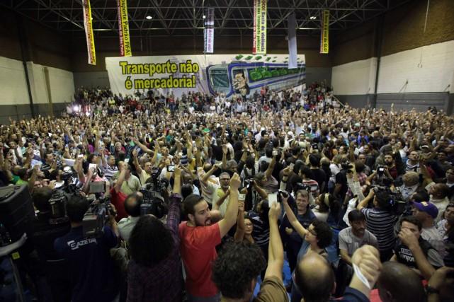 Les syndiqués ont décidé, lors d'une assemblée lundi... (Photo Chico Ferreira, Reuters)