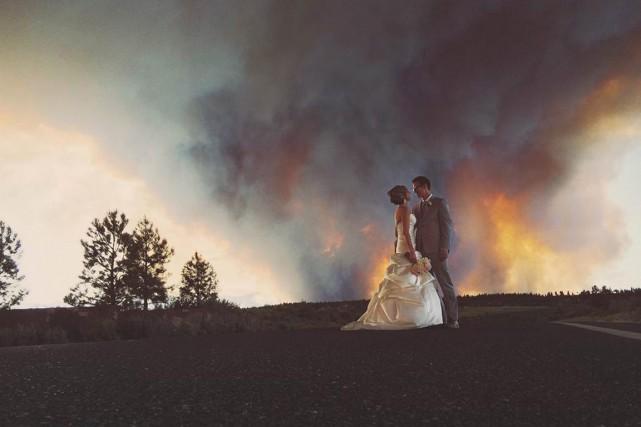 Un photographe a pris quelques clichés du couple... (Photo Josh Newton, AP)