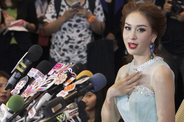 Weluree Ditsayabut, en larmes, a expliqué rendre son... (PHOTO ARCHIVES REUTERS/STRINGER)
