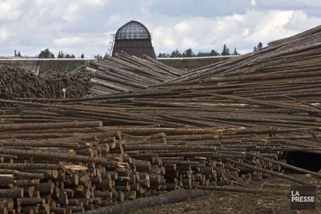 Les prix du bois d'oeuvre ont glissé de... (Photo Patrick Sanfaçon, Archives La Presse)