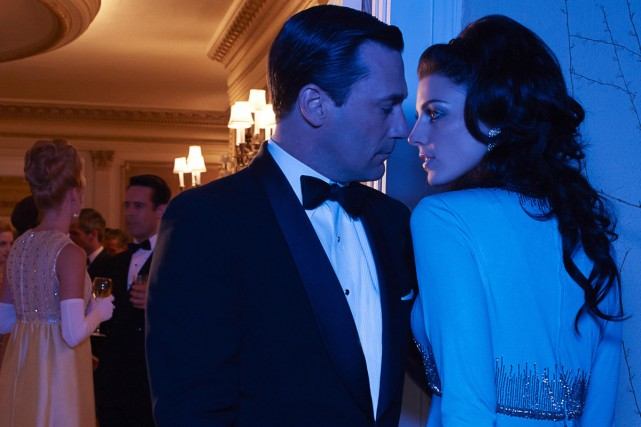 Jon Hamm et Jessica Paré dans Mad Men.... (Photo: fournie par Télé-Québec)