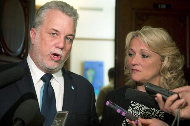 Le premier ministre Philippe Couillard et la ministre... (La Presse Canadienne)